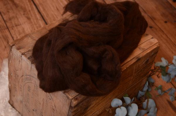 Lana natural peinada marrón oscuro